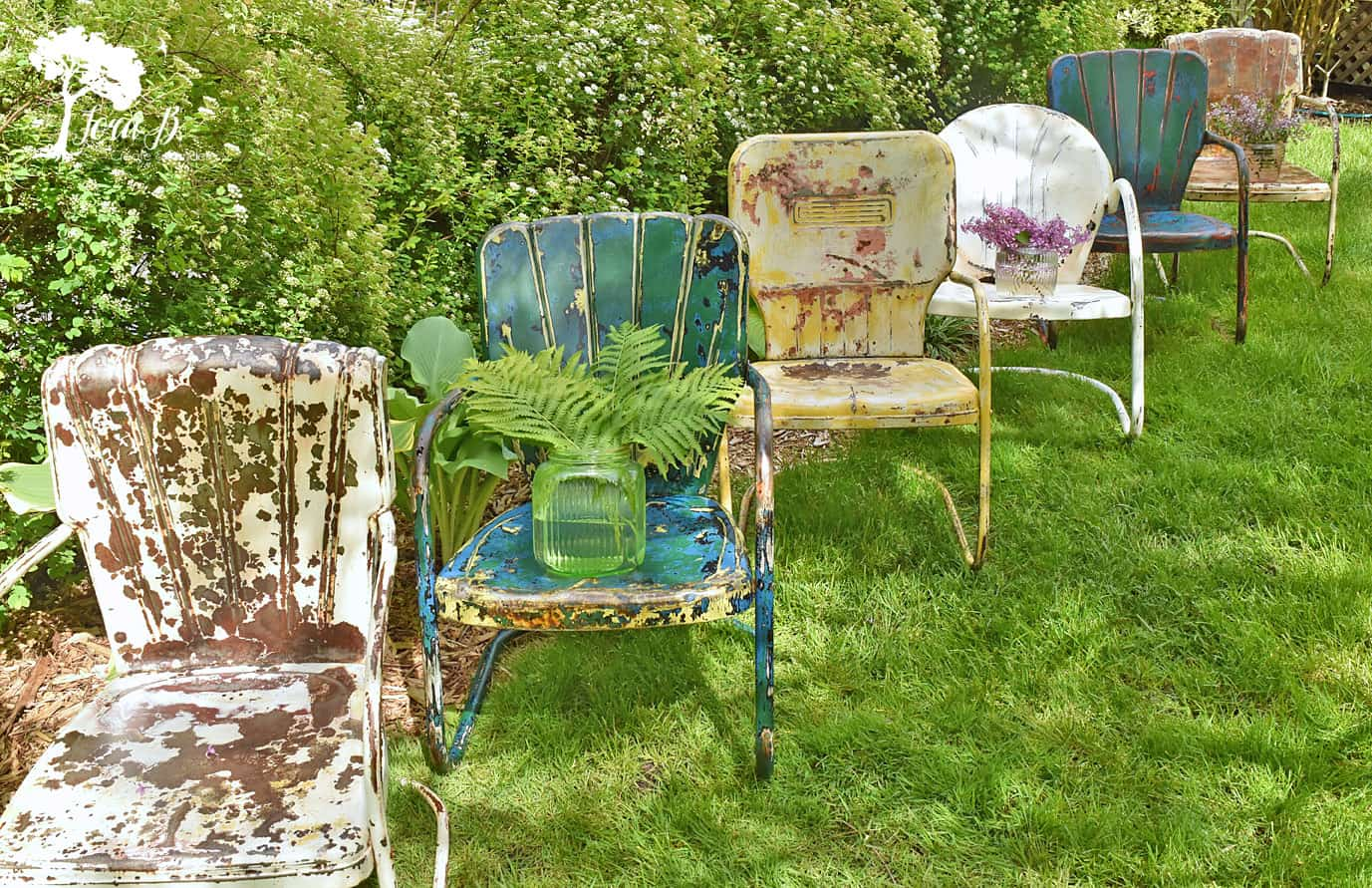 Each Summer, Give Your Chairs A Fresh Coat Or Two Of Poly To Seal. Vintage  Metal Lawn Chairs