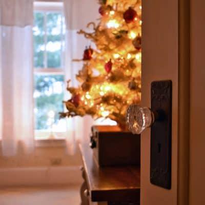 A Sweetly Vintage Christmas Bedroom
