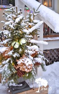 winter porch decorating