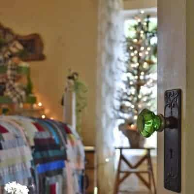 Vintage Lover's Christmas Bedroom Tour