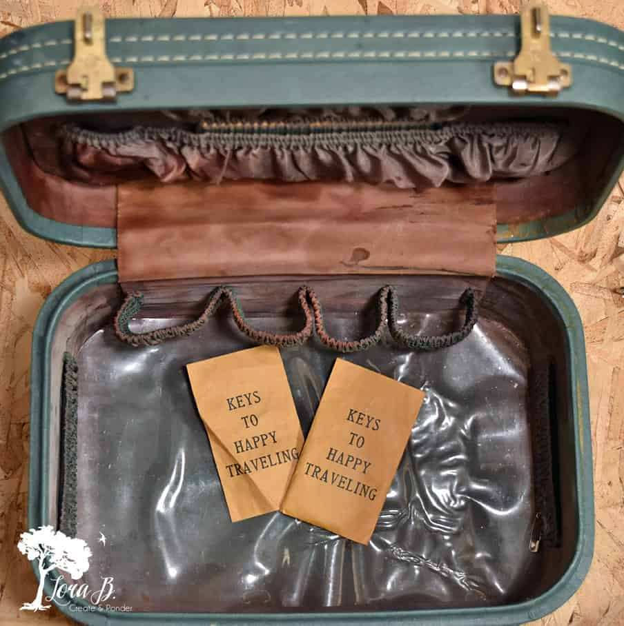 Re-purpose a Vintage Cosmetic Case