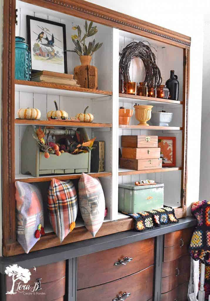 Decorating a Fall bookcase