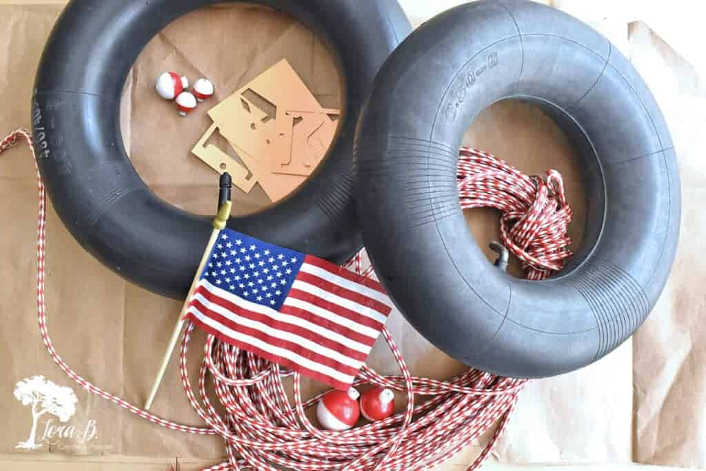 A tire's inner tube gets upcycled to make this fun DIY lake-themed Patriotic wreath.