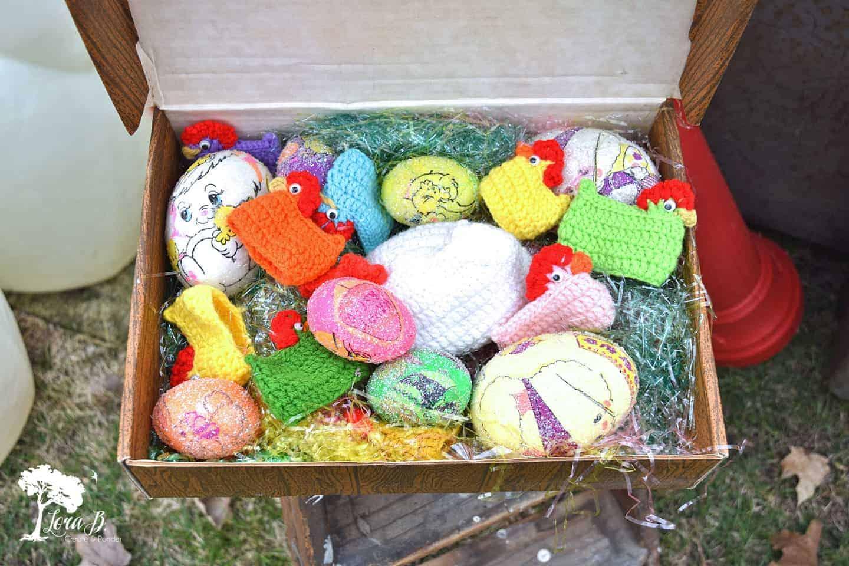 vintage crocheted hens