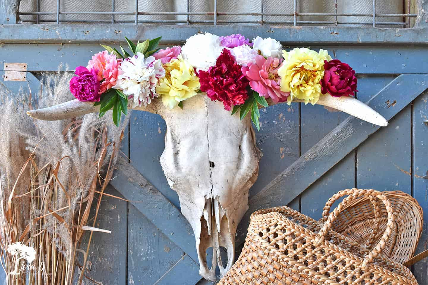 25 Great Photo Styling Tips Using Vintage and Flowers