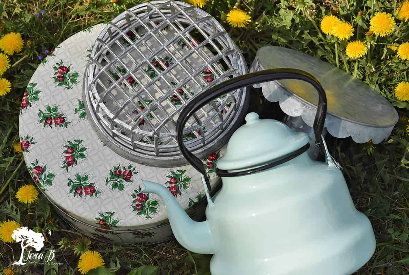 Vintage picnic items