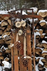 10 Ways to Decorate a Vintage Sled