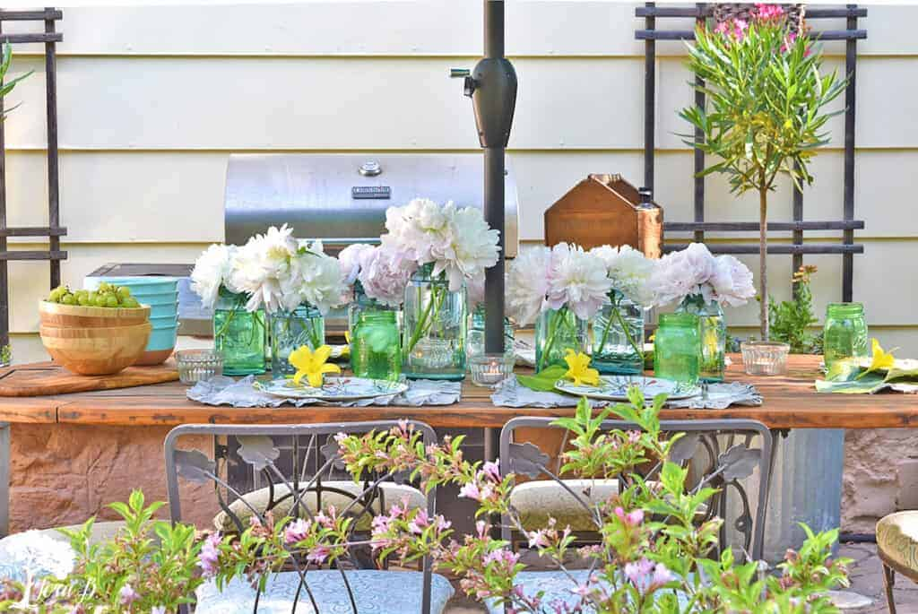 Get casual outdoor summer table setting ideas on this pretty vintage-inspired patio table.