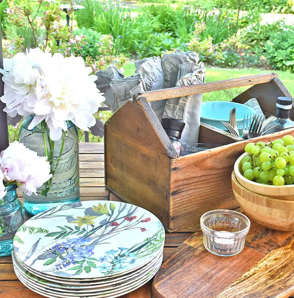 Casual Outdoor Summer Table Setting Ideas