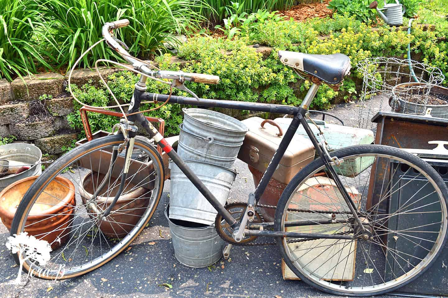 how to decorate a vintage bike